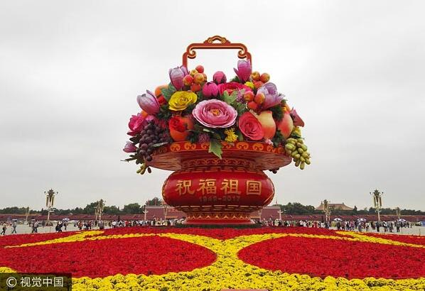 17m flower basket placed in Tian'anmen Square ahead of National Day