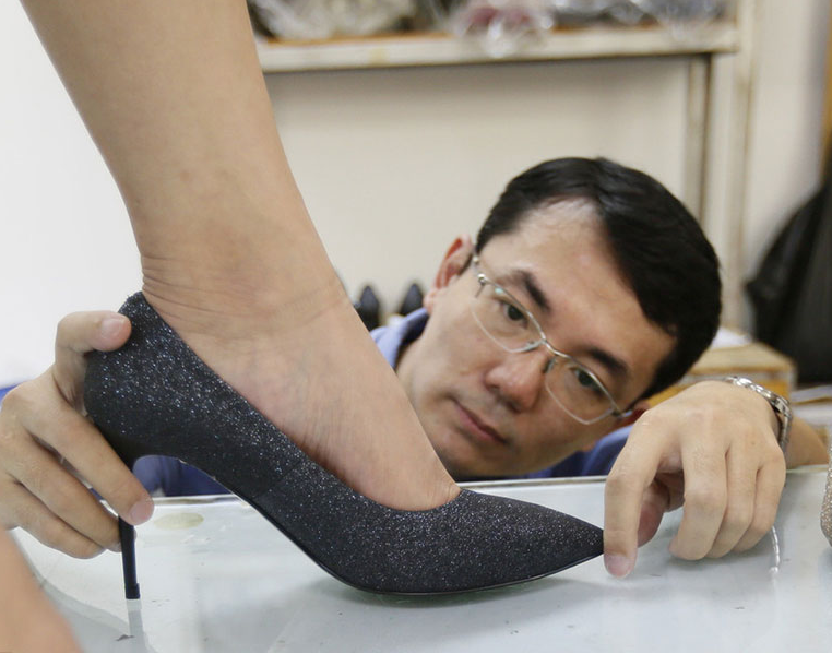 Taiwan resident makes custom heels for cozy beauty